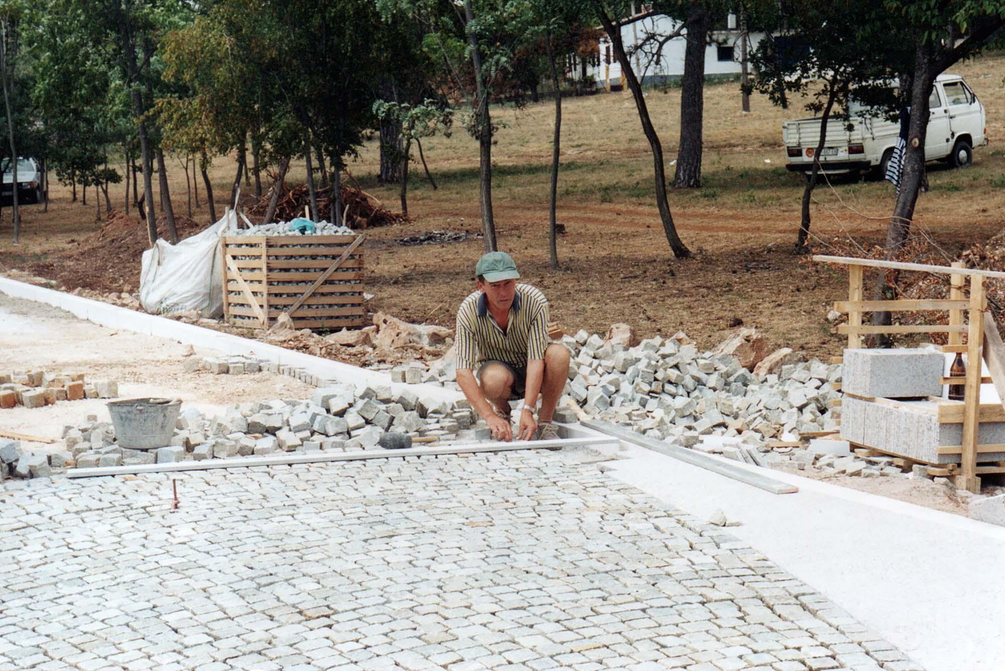 Peruško Bogdanić, Putovanje barbara, 2001.